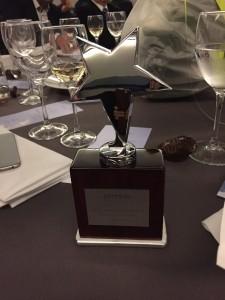 De felbegeerde award, vlak na de uitreiking.