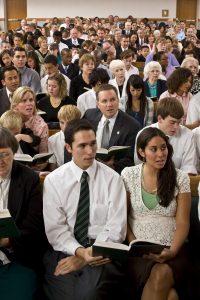 Mormonen op zondag in de kerk