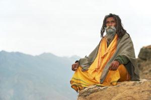 De oude wijze man op de berg